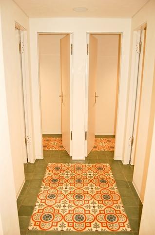 Gäste WC in München - Boden: Zementfliesen