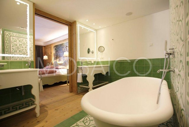 zementfliesen_mosaico_lech_am_arlberg_hotel_badezimmer_1948_11
