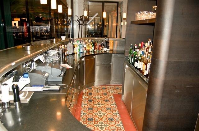 Bar in München (Zementfliesen)